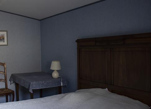Lit double de la chambre bleue