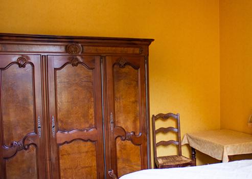 La chambre jaune et son placard